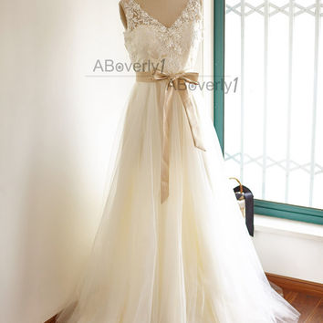 Lace Tulle Wedding Dress  Bridal Gown with Champagne Lining