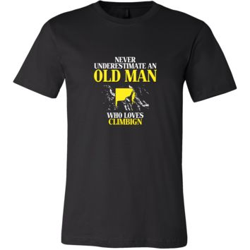 Rock climbing Shirt - Never underestimate an old man who loves climbing Grandfather Hobby Gift