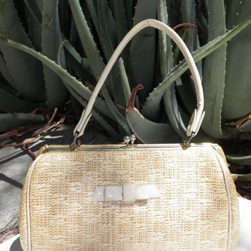 50s Handbag. Vintage. Mid Century. Weaved Straw. Creme. Bow. Snap Closure. Metal Closure and Feet. Retro. Purse. 50s. 60s.