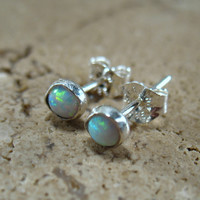 Post/Stud Earrings Opal 4mm