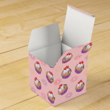 Cute Little Cup Cakes Topped With Red Sweet Hearts Wedding Favor Box