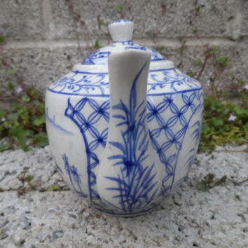 Vintage oriental teapot - Vietnamese vintage porcelain - Chinese tea - vintage oriental decor hand painted blue and white pot