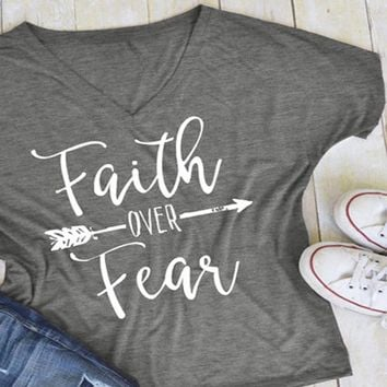 Faith over Fear Arrow - Women's Loose Casual V-neck T-Shirt