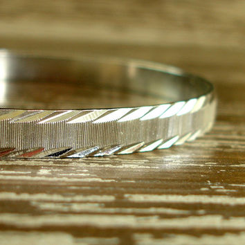 Vintage Silver Bracelet, Laser Cut Etched Bangle, Textured Striped Thin Bangle, Stackable Bracelet, Simple Classic Estate Jewelry