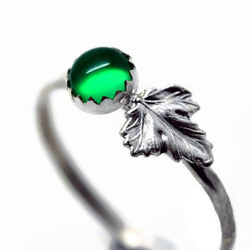 5mm Emerald Ring, Silver Leaf Ring, Green Gemstone, Woodland Jewelry, Nature Jewelry