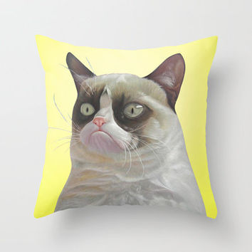 grumpy-cat-yellow Throw Pillow by beart24