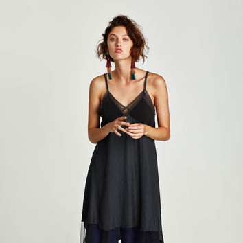 CONTRASTING POINTED DRESS DETAILS