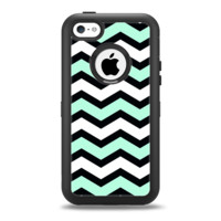 The Teal & Black Wide Chevron Pattern Apple iPhone 5c Otterbox Defender Case Skin Set