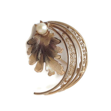 Vintage Brooch Crescent Shape Surrounding Oak Leaf and Pearl Autumn Jewelry