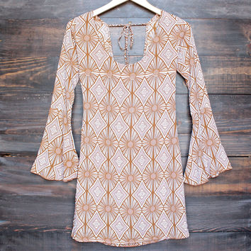 YIREH hawaii maize bell sleeve dress in sand dollar