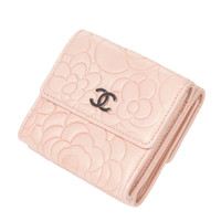 Beautiful Chanel Camellia wallet in pink leather