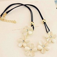 Cream Flower Collar Necklace