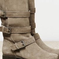 AEO Women's Slouchy Buckle Boot (Taupe)
