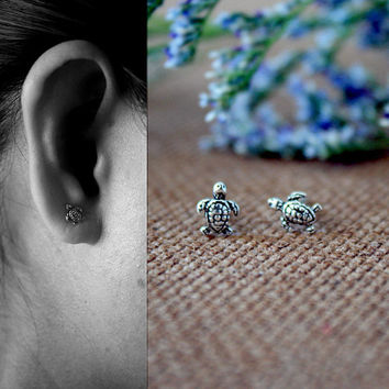 Small Sea Turtle Sterling Silver Earrings, Turtle Earrings, children Earrings, Animal Earrings, Dainty Earrings, Gift for her, bridesmaid