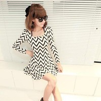 Wholesale Vogue Bubble Sleeve Wave Pattern Dress White