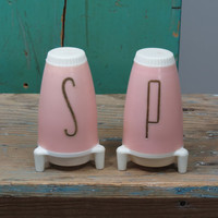 Atomic Rocket Ship Salt and Pepper Shakers . 1950s Kitsch . Vintage Pink Space Ship