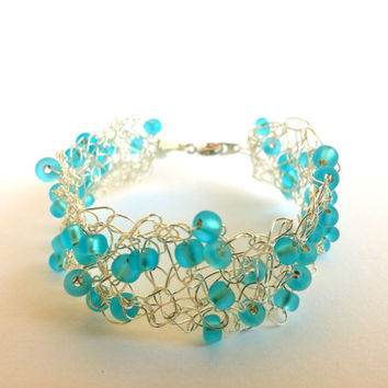 FREE SHIPPING Wire crochet bracelet with glass beads: Frozen