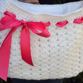 Crochet shoulder purse tote bag with ribbon in white and pink.