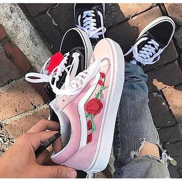 Vans Classics Old Skool Floral Embroidered Sneaker