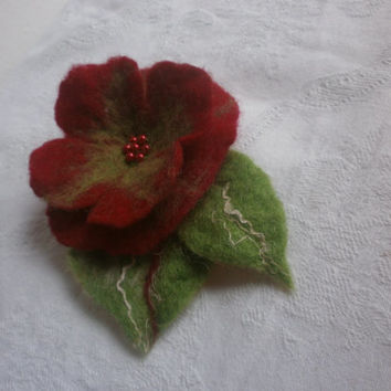 Felt wool brooch,green red felt flower brooch,felt flower,Christmas flower, poppy, brooch, felt jewelry, Christmas jewellry, red accessories