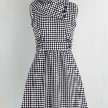 Scholastic Mid-length Sleeveless A-line Coach Tour Dress in Houndstooth