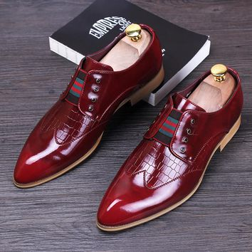 men luxury casual wedding nightclub dress patent genuine leather shoes pointed toe brogue flats shoe slip on loafers oxford male