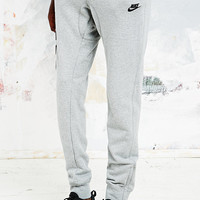 Nike FC Venom Joggers in Grey - Urban Outfitters