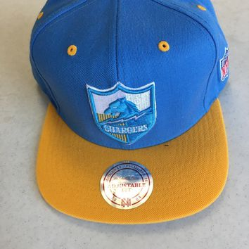 MITCHELL AND NESS SAN DIEGO CHARGERS RETRO LOGO FLAT BRIM SNAPBACK HAT