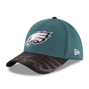 Philadelphia Eagles New Era 39THIRTY NFL Sideline Men's Fitted Cap Hat Size: M/L