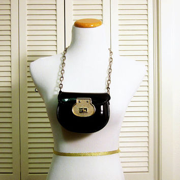 Vintage 60's Chain Strap Twistlock Pleather Purse. Perfect for winter outfits.