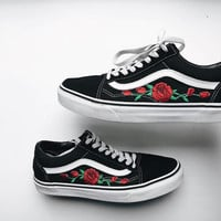 Vans Classics Old Skool Rose Embroidery Black/Pink Sneaker I