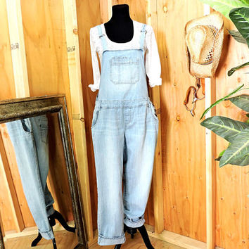 Overalls / size M / L / 90s grunge / womens light wash bib overalls / American Rag / denim bib over all jeans