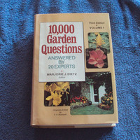10,000 Garden Questions Answered by 20 Experts 1974 Book Club Edition