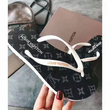 shosouvenir : LV Fashion casual men and women flip flops