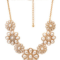 FOREVER 21 Follow the Flowers Bib Necklace Gold/Cream One