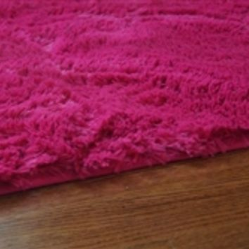 College Plush Rug - Knockout Pink