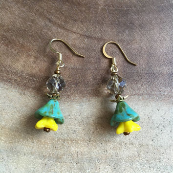 Green Floral Earrings, Yellow Flower Earrings, Bohemian Earrings.Fall Jewelry.Dangle Flower Earrings.Woodland Wedding Jewelry.Autumn Earring