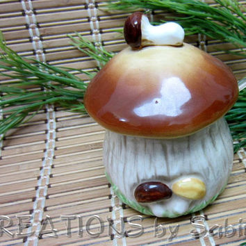 Vintage Ceramic Mushroom Jar with Spoon / Toad Stool Condiment Server Dip Mustard Relish Server Serving Container Lid / FREE SHIPPING (185)