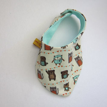 """Reversible """"Friends Forever"""" scarf for babies and children, bib, Bees on the Bonnet design,"""