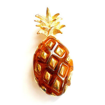 Vintage Pineapple Brooch Liz Claiborne Amber Lucite Inset Gold Tone Fruit Figural Broach Pin Marked Signed