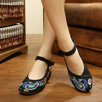 New Arrival New Women's Chinese Old Peking Style Phoenix Flower Embroidered Mary Jane Flat Shoes