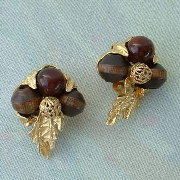 Art (ArtMode) Glass Wood Bead Stylistic Leaf Clip Earrings Vintage Jewelry
