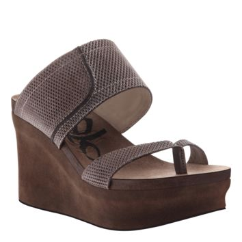 NEW OTBT Women's Sandals Brookfield in Pewter Mesh