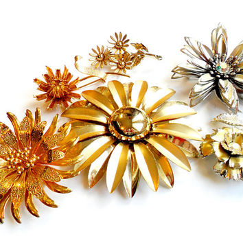 Vintage Flower Brooch Lot - Floral Broach Pin Collection - Wear Resell Repurpose -  Rhinestone  - Wedding Bridal - Daisy Mum Carnation