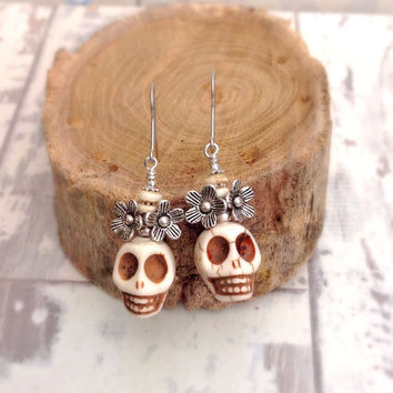 Sugar skull earrings, white skull earrings, day of the dead jewelry, skull wedding, frida kahlo jewelry, boho chic