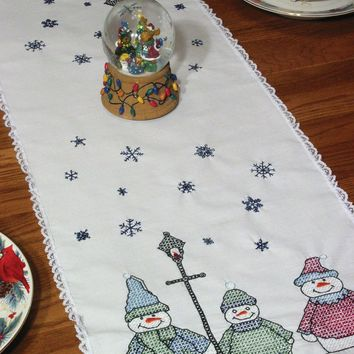 "Snowman Stamped Lace Edge Table Runner 15""X42"""