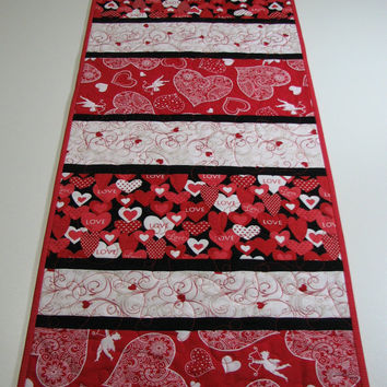 Quilted Table Runner , Valentineu0027s Day Table Runner , Hearts And Cupid
