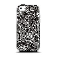 The Black & White Pasiley Pattern Apple iPhone 5c Otterbox Symmetry Case Skin Set
