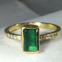 Emerald and Diamond  Ring, Emerald and Diamond solid gold  engagement ring, Solitaire Ring