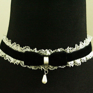 black velvet ruffled white lace bow teardrop charm collar choker gothic lolita EMO victorian 18th century Edwardian Renaissance necklace